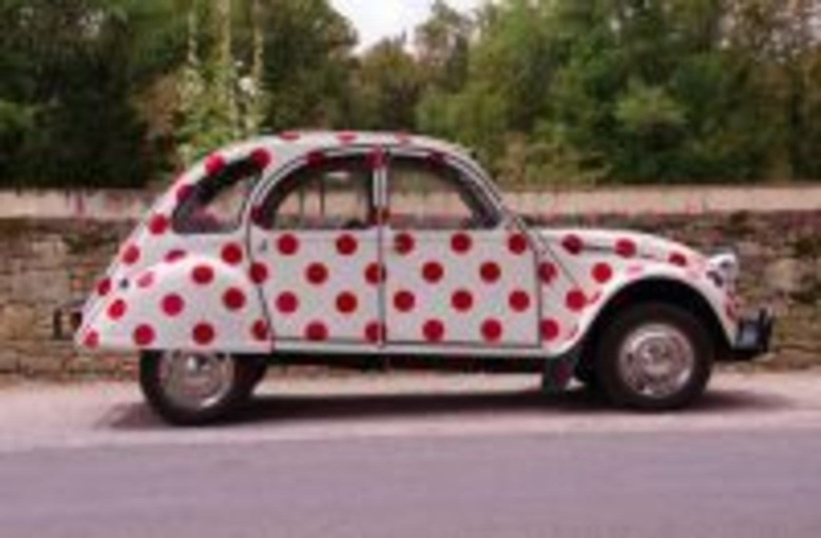 2cv-red-dots-free-license-cc0-1-of-1-980×649