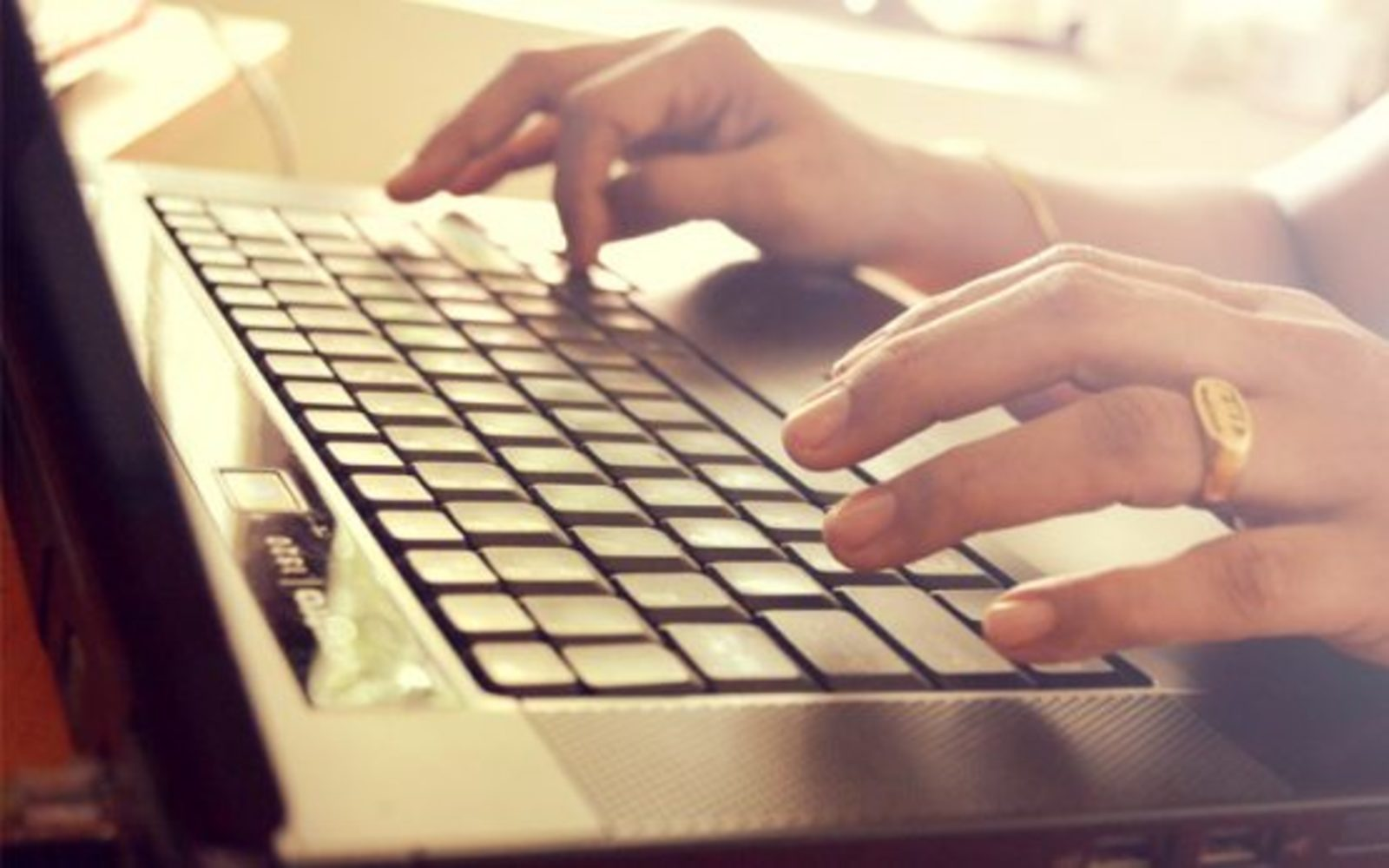 hands_laptop_free_photo